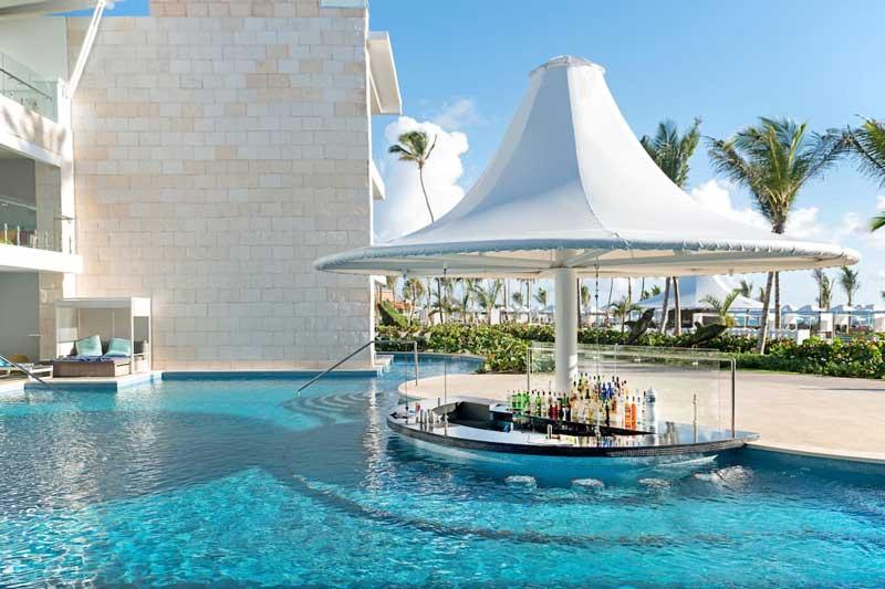 Swim up bar @ Sensatori Resort Punta Cana