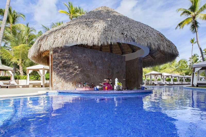 Swim up Bar - Majestic Colonial - Arene Gorda Beach - Punta Cana, Dominican Republic