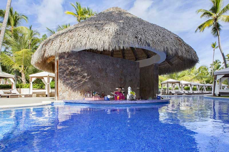 Swim up Bar - Majestic Colonial - Arene Gorda Beach - Punta Cana, Dominican Republic
